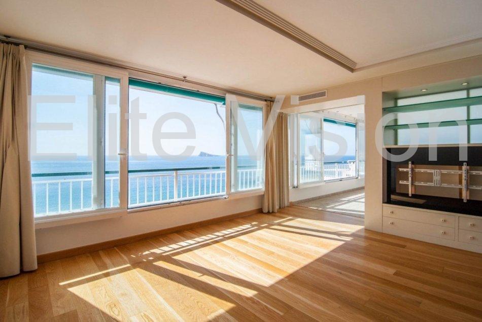 Espectacular piso en primera linea de Playa de Levante en Benidorm con vista al mar